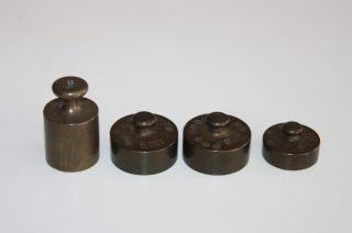 4 Messing Waage Gewichete - 125 - 2x100 - 50 Gr.  Antik Bild