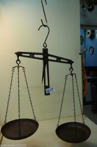 7609.  Alte Waage Balkenwaage Old Balance Scale Bild