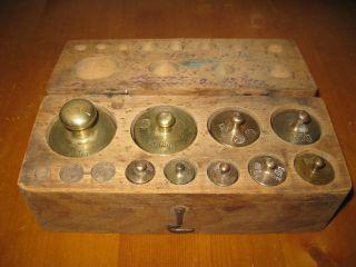 Sehr Altes Gewichte Kästchen Mit 9 Messinggewichten Dkg Zum Teil Geeicht. Bild