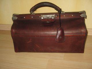 Vintage Ledertasche Arzttasche Doktor Reisetasche L = 30 Cm.  H = 20 Cm.  T = 17 Bild