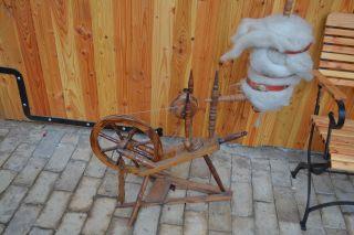 Altes Spinnrad Aus Der Bauernstube Bild