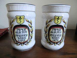 2 Apotheker - Gefäße Aus Keramik Bild