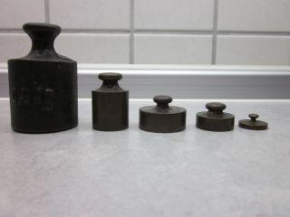 5 Alte Gewichte 0,  5 Kg/125 Gr.  /100 Gr.  /50 Gr.  Und 10 Gramm Sammlerstücke Bild