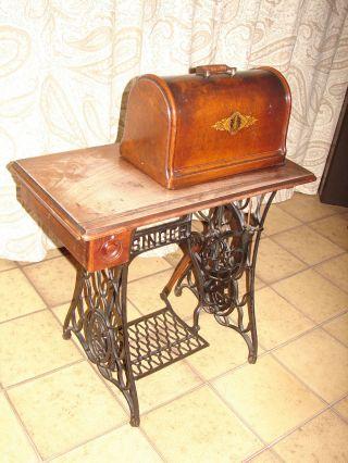 Antike Nähmaschine Von Singer Bild