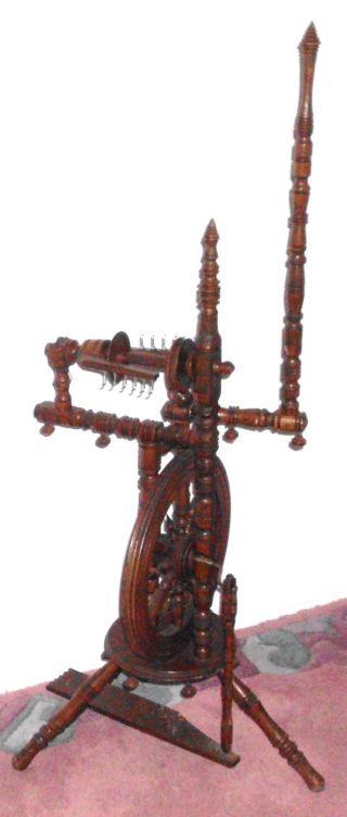 Nachlaß Dachbodenfund Antikes Eichen Spinnrad Aus Holz Gedrechselt Dekoration Bild