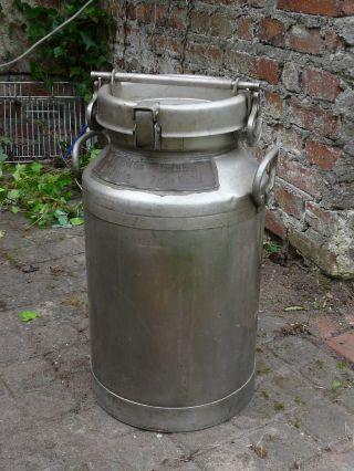 Milchkanne,  Echt,  Alt,  Aus Edelstahl,  Höhe: 56cm,  Durchm.  : 28cm Bild