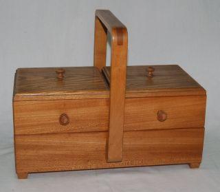 Alter Nähkasten - Massivholz Holz - Einsätze Schwenkbar - Nähkästchen Nähkorb Bild