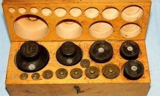 Uralter Antiker Satz Gewichte Holzkasten Guss Messing Für Waage 1920 Dekoration Bild