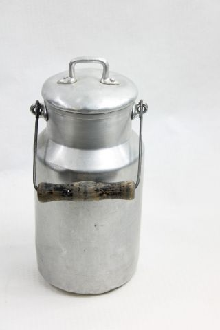 3 Alte Aluminium Milckkannen Zwei Große (2l) Und Eine Kleine Deko - Kanne Bild