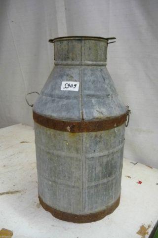 5909.  Alte Milchkanne Blech Old Milk Can Bild