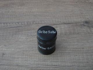 Altes Kleines Apotheken - Gefäß  Gelbe - Salbe  (porzellan) Weisse Auf Schwarz Bild