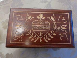 Holzkästchen Geschnitzt Bild