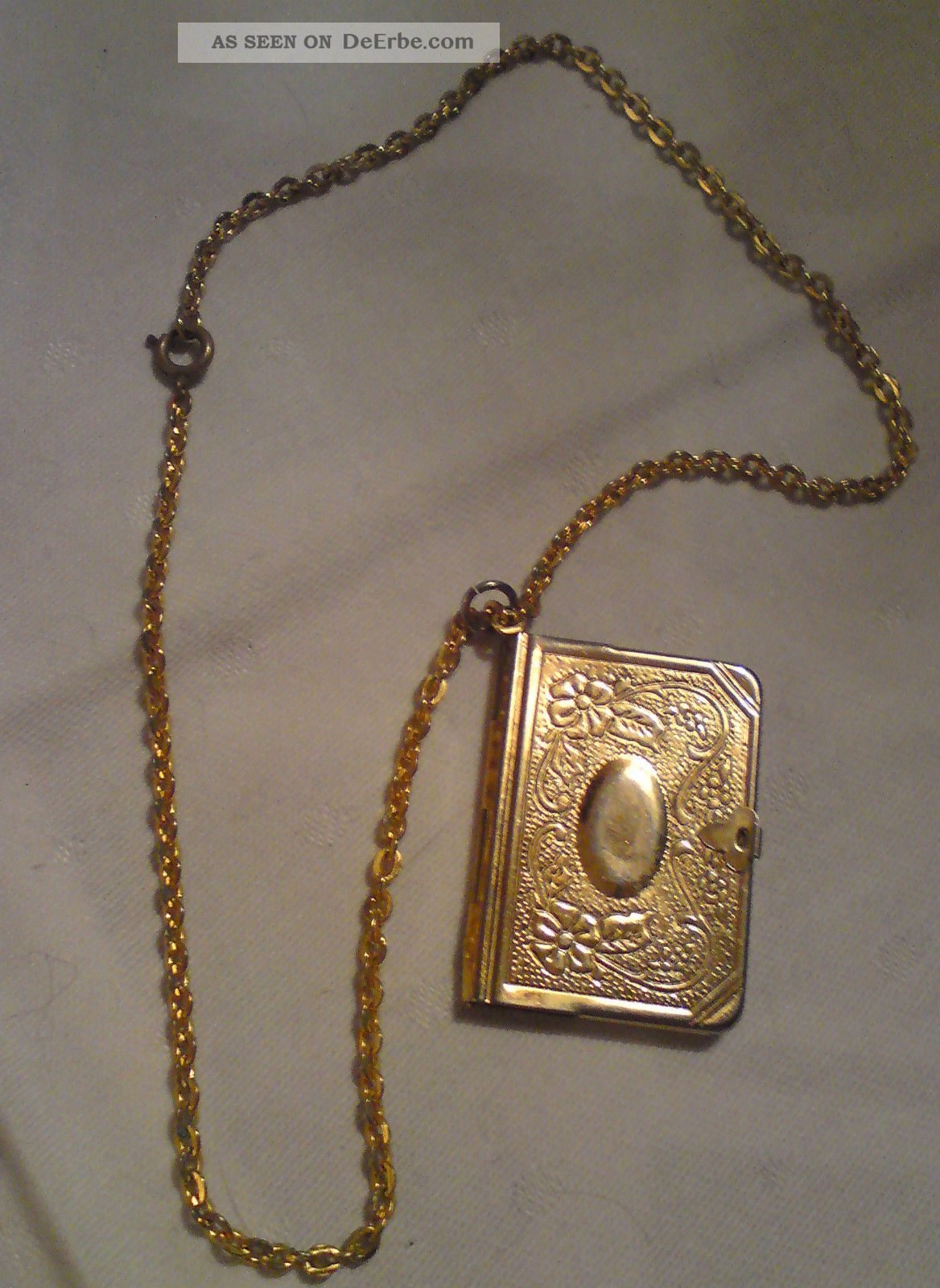 kette 40 cm mit amulett 4 cm x 2 8 cm in buchform zum aufklappen goldfarben. Black Bedroom Furniture Sets. Home Design Ideas