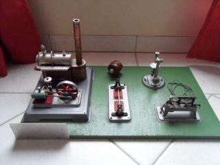 Wilesco Dampfmaschine Mit Antriebsmodellen Auf Platte Montiert Bild
