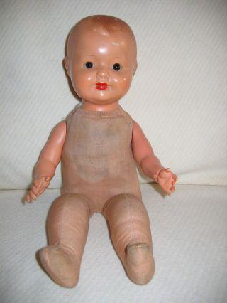 Alte Puppe Mit Massekopf & Celluloid Arme & Holzwolle Gefüllten Stoffkörper Bild