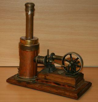 E.  P.  Ernst Plank Heißluftmotor,  Stirlingmotor Bild