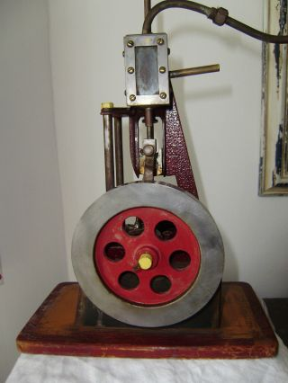 Dampfkolbenmaschine Ca.  1920 Bild