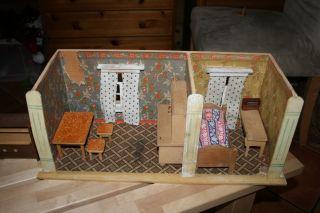 alte puppenstube mit diversen m beln bild. Black Bedroom Furniture Sets. Home Design Ideas