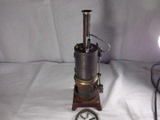 Uralte Dampfmaschine Bastlerstück Bild