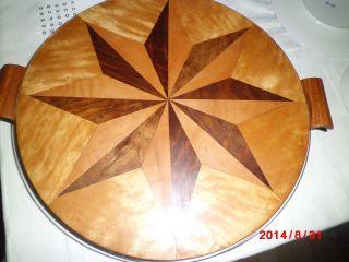 Alte Holz Tortenplatte Intarsien Aus Dem Jahr 1954 Durchmesser 3o Cm Ohne Griffe Bild