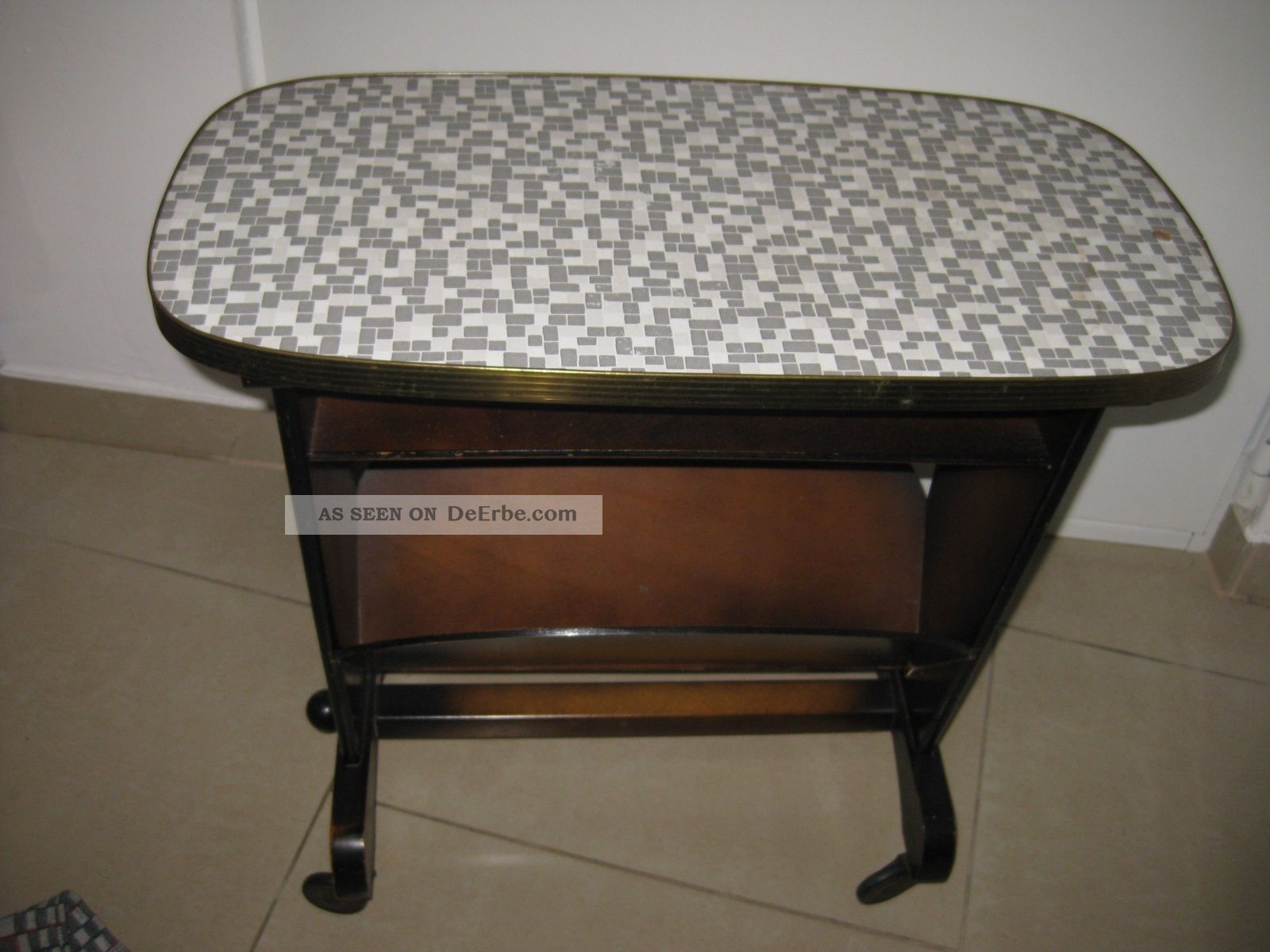 50er jahre zeitungstischchen beistelltisch auf rollen tisch rolltisch. Black Bedroom Furniture Sets. Home Design Ideas