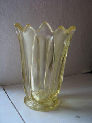 Schöne Gelbe Vase Aus Glas - Stil Art Deco Bild