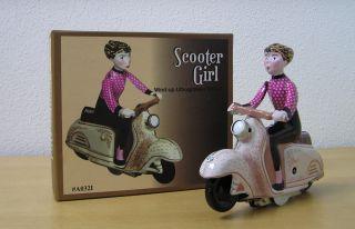 Blechspielzeug Scooter Girl Auf Motorroller Mit Schlüsselantrieb Pink Rosa Bild