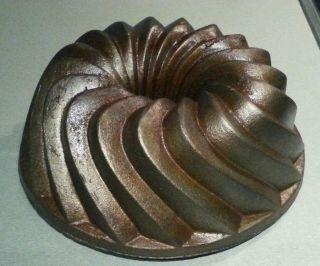 Gusseisen Alte Kuchenform Gugelhupf Backform Bundt Cake Bild