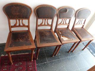 4 Jugendstil Stühle Mit Lederbezug Im Restaurierungsbedürftigem Bild
