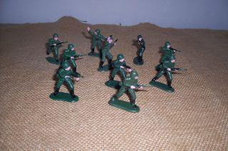 Konvolut Plastikfiguren - Soldaten - Ca.  5 Cm Hoch Bild
