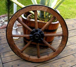 Antikes Stabiles Wagenrad Holzrad Aus Dem Elsass Bild