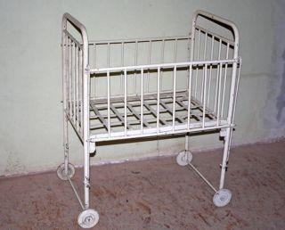 Vintage Kinderbett Eisenbett Gitterbett Kinder Bett Krankenhaus Shabby 104x80x62 Bild