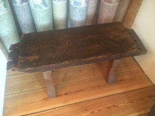 Bank Tisch Aus 500 Jahre Altem Hauseingangs Balken Von 1536 Ad Bild