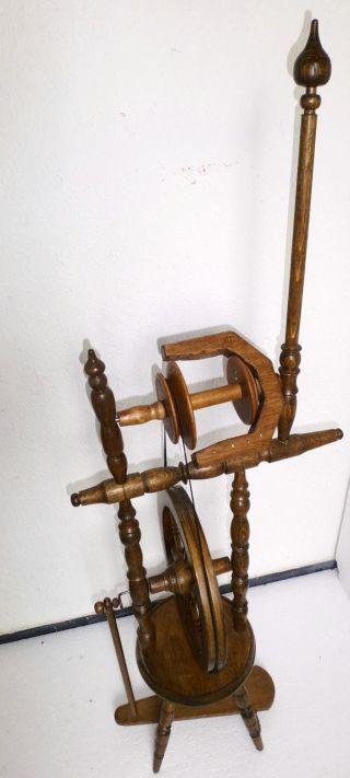 Altes Spinnrad Dachbodenfund Bild