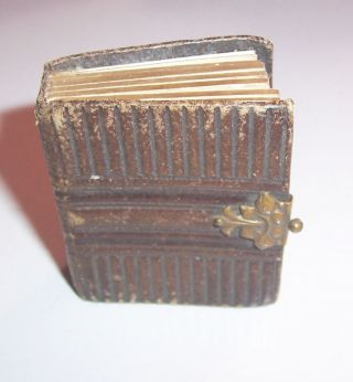 Antikes Miniatur Fotoalbum Für Puppenstube 4,  5 X 5,  2 X 1,  5 Cm Um 1880,  2 Fotos Bild