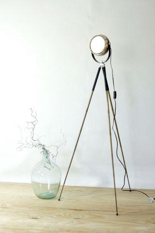 Industrie Design Stehlampe Tripod Scheinwerfer Fabriklampe Bauhaus Leuchte Bild