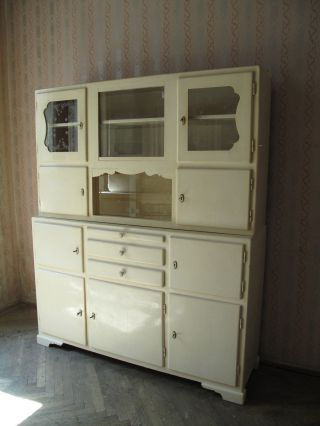 Mobiliar interieur schr nke stilm bel nach 1945 for Alte vitrinenschra nke