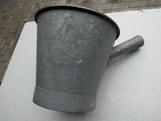 Alter Zink Eimer Schöpfer Wasserschöpfer Gartendeko Pflanzgefäß Zink Behälter Bild