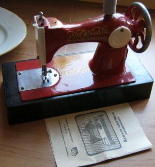 Alte Sowjetische Mini Miniatur Nähmaschine Mech.  Mit Drehrad Metall Bild