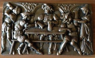 Gusseisernes Relief/wandbild Wirtshaus Bild