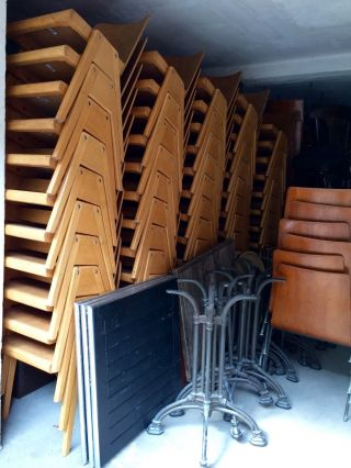 100 Theater Kino Holz Stühle Bestuhlung Stapelstühle Bauhaus Vintage Industrial Bild