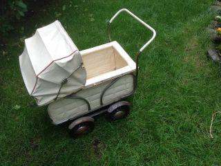 Sehr Alter Puppenwagen Kinder Familie Pädagogik Motorik Natur Kreativität Bild