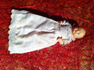 Alte Puppenstubenpuppe 8 Cm Gross Aus Zelluloid Bild
