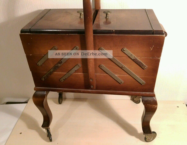 altes antik n hk stchen auf rollen aus nachlass inklusiv alt inhalt n hkasten. Black Bedroom Furniture Sets. Home Design Ideas