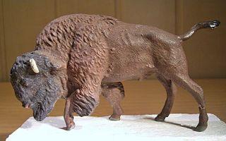 "3.  631.  26.  9 Lineol ""bison Grasend"" 003,  1945 - 1960. Bild"