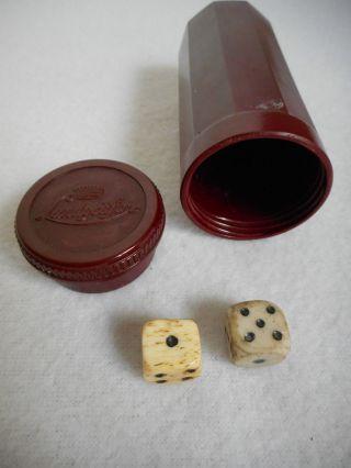 2 Uralte Würfel Aus Bein Und Porzellan In Bakelit - Dose Bild