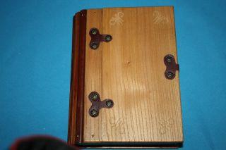 Schnaps/ Schmuckschatulle In Buchform Bild
