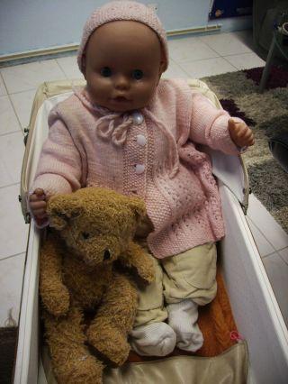 Retro Puppenwagen Im Mit Grosser Babypuppe Bild