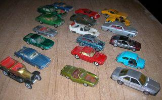 Konvolut 19x Verschiedene Defekte Spielzeugautos Der 60er/70er Jahre Ca.  1:43 Bild