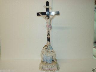 Wunderschönes Altes Kreuz Aus Porzellan Mit Pieta 19.  Jhrt Bild